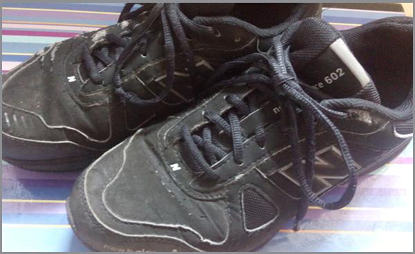 Die schwarzen Schuhe. Black Shoes. Foto: SchspIN